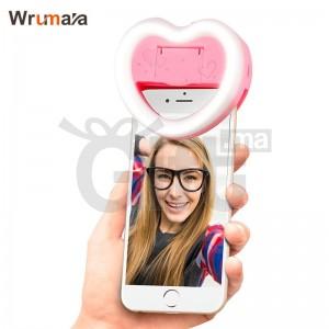 Selfie en forme de coeur avec miroir de maquillage