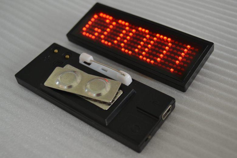 Mini Badge Led Message Chez Gift.Ma Boutique des cadeaux aux meilleurs prix en ligne au Maroc